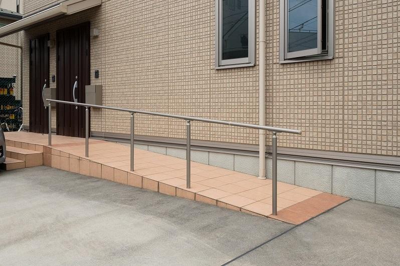 Barrier-free entrance